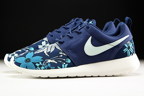Nike WMNS Roshe One Print Midnight Navy Fiberglass Sail Profile