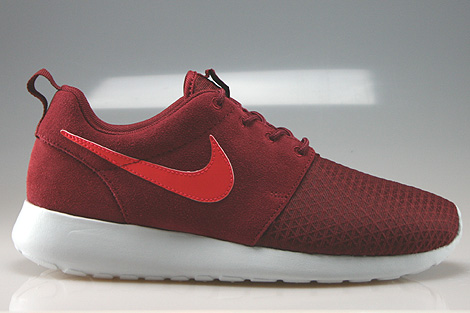 detailed look 40e2d e02b8 Nike WMNS Rosherun Winter Team Red Action Red Pure Platinum ...