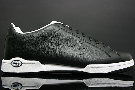Nike Advantage Classic