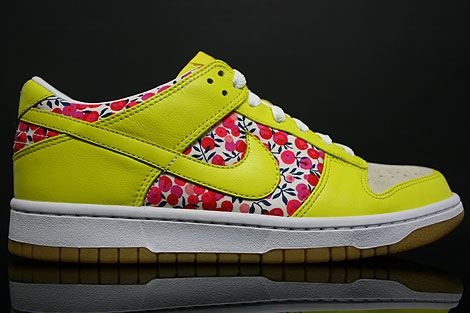 Nike Dunk Low WMNS Carmine Zest Right