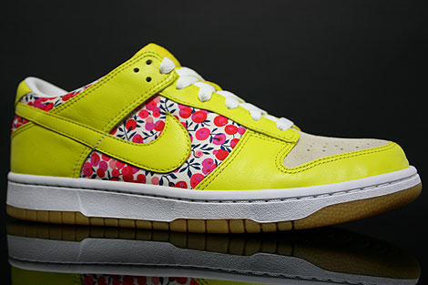 Nike Dunk Low WMNS Carmine Zest Profile