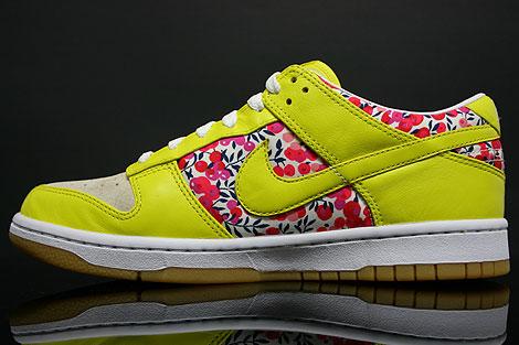 Nike Dunk Low WMNS Carmine Zest Seitendetail