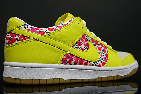 Nike Dunk Low WMNS Carmine Zest Inside