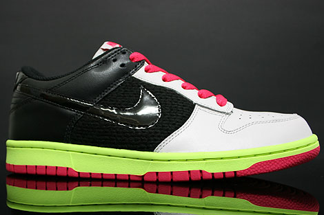 Nike Dunk Low WMNS Grey Black Berry Volt Profile