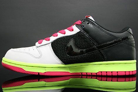 Nike Dunk Low WMNS Grey Black Berry Volt Sidedetails