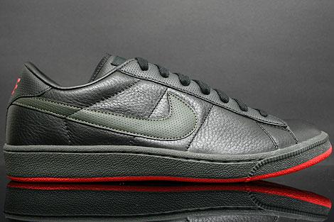 Nike Tennis Classic Black Newsprint