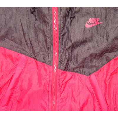 Nike Zipped Windrunner Asahi Cerise Seitenansicht