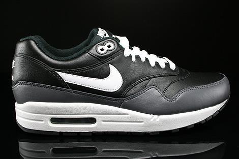 black and white nike air max 1